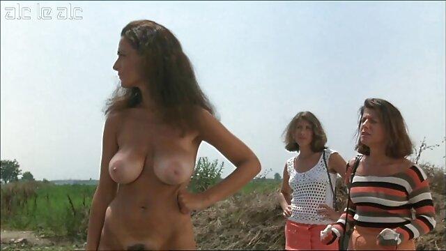 セクシーなジーンズで金髪の匿名ポルノオーディション 女性 専用 アダルト ビデオ