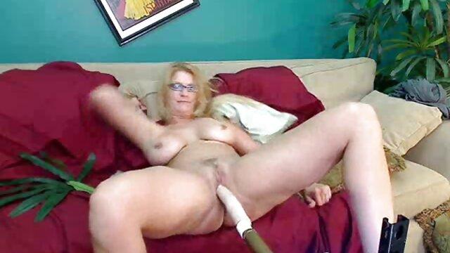 巨乳の若いロシア人は、男のコックに大きなお尻で座っており、肛門性交の後に精液のラインを吸うことを楽しんでいます えろ どう が じょせい