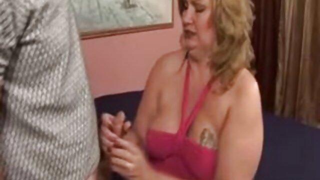 熟女の巨乳の熟女は大きな黒いコックを性交するのが大好きです。 エロ 動画 女 向け