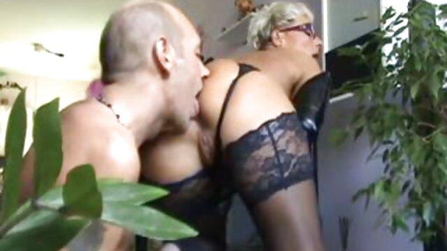 筋肉ラティーナ脱衣し、体を示しています 女性 むけ 無料 アダルト