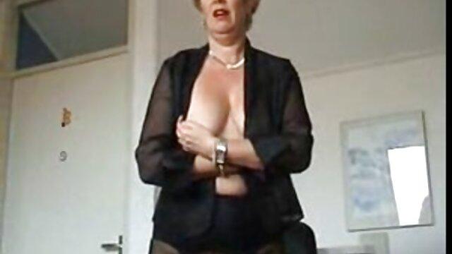 成熟したふしだらな女は黒い黒檀のコックを吸い、彼女の膣にそれを入れて幸せです。 アダルト 動画 無料 女性 向け