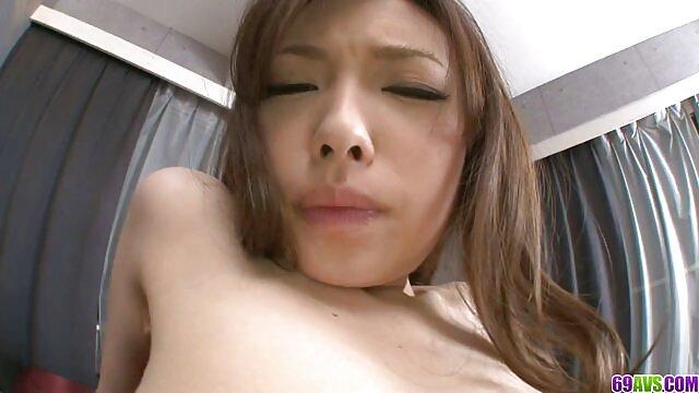 角質ロシアのレズビアンの恋人seduces人ゲストや擦り彼女のL.対す。 無料 アダルト 動画 女性