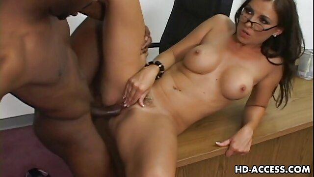 上司はアナルセックスで女の子を性交するのが好きで、昇進するには、彼のために処女のロバのペアを印刷して彼女を押す必要があります。 女 向け エロ 動画