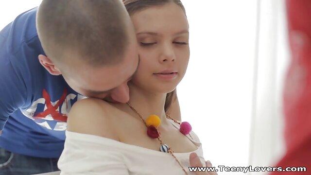 若いカップルはディルドで遊び始め、良いファックで終わり、入ります。 女子 用 エロ 動画