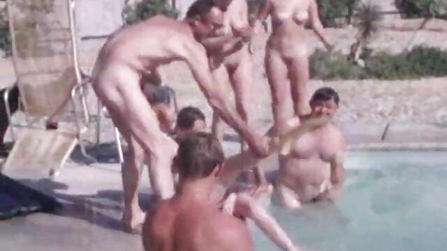 レズビアンとスキニーお尻柄の浴室 女性 の ため の アダルト 無料
