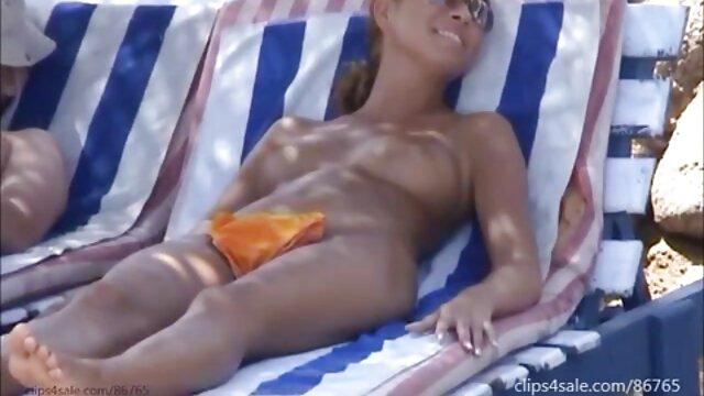 プールで自慰行為をした後、彼女の恋人が退屈し、彼女が濡れた猫に満足して部屋のベッドの上でそれを絞ると決める家の中で日焼けしたセーターと弾性 女性 用 無料 アダルト サイト