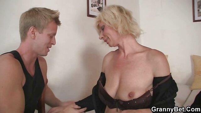 熟女と巨乳のポルノの出会い大きなタイトな黒いコック 女性 用 の エロ 動画